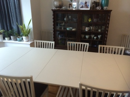 Extendable dining table to seat 10 people
