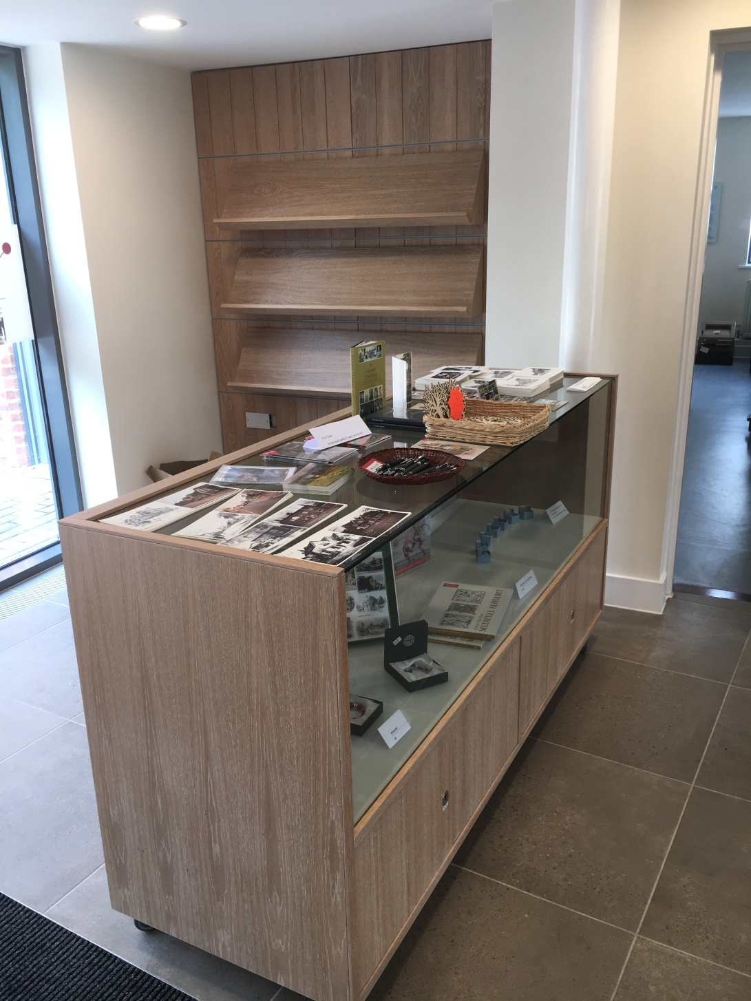 Display cabinet for museum