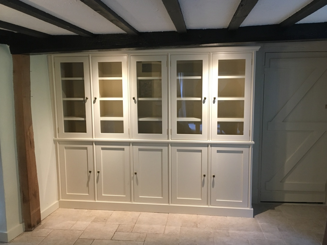 Drsser unit with Spray finished in Lime White